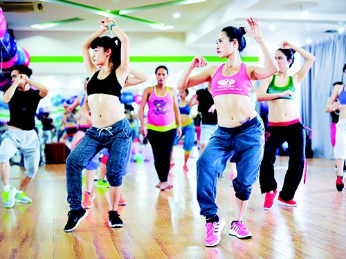 Những sai lầm khi tập Zumba giảm cân,tập zumba bao lâu thì giảm cân,tập zumba đúng cách,tập zumba bao lâu thì giảm cân,zumba là gì,tập zumba có tác dụng gì,nhảy zumba có giảm cân,nhảy zumba là gì,tập zumba giảm cân,học nhảy zumba,nhảy zumba giảm cân,zumba giảm cân,tập zumba,đồ tập zumba,tập nhảy giảm cân