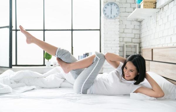 bài tập thể dục buổi sáng trên giường