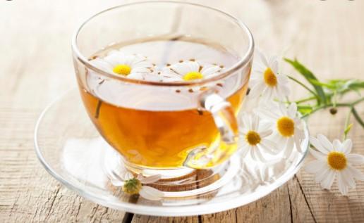 Trà hoa cúc không chỉ kích thích giảm cân, mà còn làm giảm đầy hơi