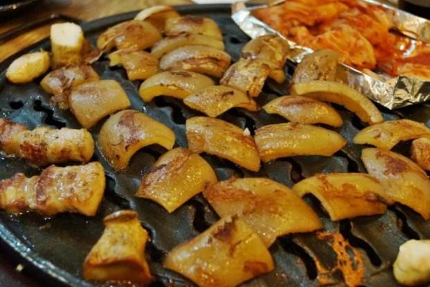 bì lợn luộc bao nhiêu calo, bì lợn bao nhiêu calo, ăn bì lợn có tác dụng gì, ăn bì lợn có bổ sung collagen, ăn bì lợn có tốt ko, ăn bì lợn luộc có béo không, ăn bì lợn có tác hại gì, ăn bì lợn có lợi gì, ăn bì lợn tác dụng gì, ăn bì heo có tốt không, ăn bì heo có tác dụng gì, tác hại ăn bì lợn, bà bầu có nên ăn bì lợn, tác dụng ăn bì lợn, tác dụng của việc ăn bì lợn, khô khớp ăn bì lợn, ăn bì lợn có tác dụng gì, tác dụng của ăn bì lợn, ăn bì lợn có bổ sung collagen, các món ăn từ bì heo, các món ăn với bì heo