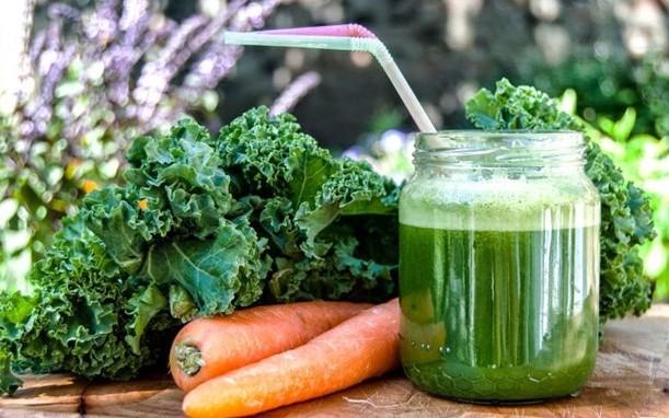 Những lưu ý khi bạn uống nước ép cải xoăn kale giảm cân