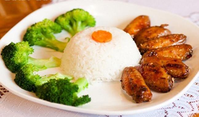 Cơm gà bao nhiêu calo, 1 dĩa cơm gà bao nhiêu calo, 1 hộp cơm gà bao nhiêu calo, một dĩa cơm gà bao nhiêu calo, một hộp cơm gà bao nhiêu calo, 1 phần cơm gà bao nhiêu calo, 1 suất cơm gà bao nhiêu calo, 1 chén cơm gà bao nhiêu calo, cơm gà xối mỡ bao nhiêu calo, 1 dĩa cơm gà xối mỡ bao nhiêu calo, ăn cơm gà có mập không, bà bầu có ăn cơm gà được không, Ăn cơm gà có tốt không