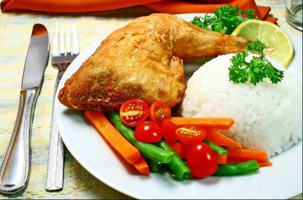 Cơm gà bao nhiêu calo? Ăn cơm gà có mập không?